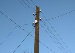 Умный счетчик электроэнергии с пультом управления установленный на столбе