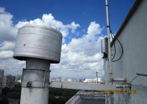 Фото базовой станции на крыше дома